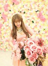 NTK Mộc Thanh đẹp rạng ngời giữa ngàn hoa
