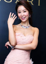 Lâm Tâm Như mặc váy cúp gợi cảm trong sự kiện
