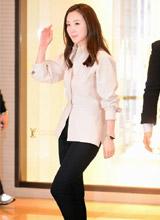 Choi Ji Woo 'mất điểm' vì dáng đứng lom khom tại sự kiện