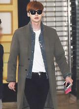 Lee Jong Suk bảnh bao và cực chất ở sân bay