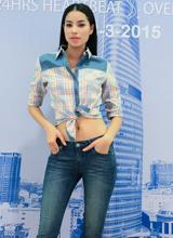 Phạm Hương hờ hững eo thon trước khi rời showbiz