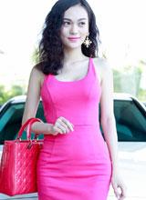 Cao Thùy Linh ăn diện gợi cảm đi sắm xế hộp tiền tỷ
