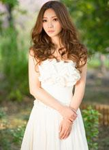 Liễu Nham xinh như cô dâu với váy trắng tinh khôi