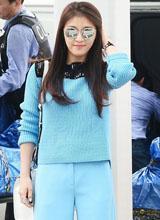 Ha Ji Won trẻ trung đón hè với gu thời trang nổi bật