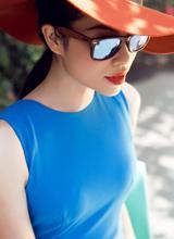 Á hậu Phạm Hương quyến rũ trong nắng hè