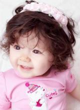 Cadie được mẹ khen xinh như 'công chúa'