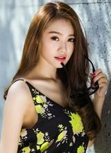 Linh Chi khoe vẻ đẹp vừa quyến rũ, vừa ngọt ngào