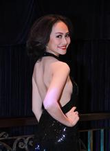 Á hậu Kim Duyên sang trọng đi dự tiệc