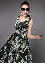 Trà Ngọc Hằng điệu đà với váy hoa đón hè