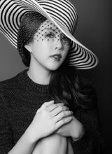 Hoa hậu Thu Hoài gây ấn tượng với ảnh đen trắng