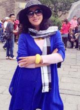 Lưu Hiểu Khánh mặc trẻ trung như thiếu nữ khi đi du lịch
