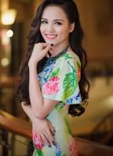 Cận cảnh nhan sắc 'đẹp hút hồn' của Hoa hậu Diễm Hương