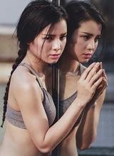 Phương Trinh Jolie tập yoga trên chung cư ma