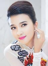 Kim Tuyến khoe vẻ đẹp đài các với áo dài