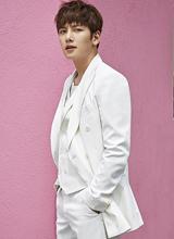 'Hoàng đế' Ji Chang Wook lịch lãm trên tạp chí