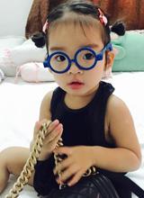 Con gái Xuân Lan nhí nhảnh diện đồ mới cực yêu