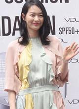 'Hồ ly' Shin Min Ah mất điểm vì diện váy diêm dúa nhăn nhúm