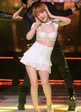 Thời trang sân khấu không khác gì 'đồ lót' của sao Hàn