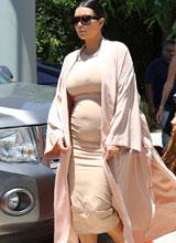 Fans ngán ngẩm vì thời trang bầu bí của 'siêu vòng ba' Kim Kardashian