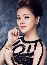 Á hậu Ruby Anh Phạm sang chảnh với style khoảng hở
