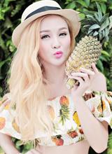 Hot girl Kelly Nguyễn trẻ trung với mái tóc vàng rực cuối hè