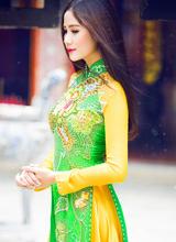 Thí sinh Mẫu và Tài năng Hoàng Hạnh duyên dáng trong tà áo dài