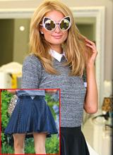 Paris Hilton quên kéo khóa váy vẫn mải mê tạo dáng