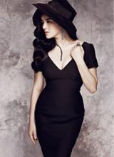 Những chiếc đầm đen đẹp mê của mỹ nhân Việt