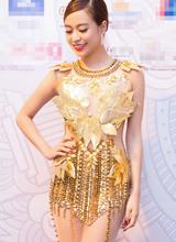 Hoàng Thùy Linh đẹp gợi cảm với bộ trang phục đậm sắc thu