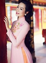 Á hậu Trịnh Kim Chi diện áo dài đón Tết