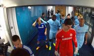 Yaya Toure 'tát' Hazard tới tấp trong đường hầm