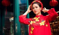 Nhật Kim Anh duyên dáng trong tà áo dài đón Tết