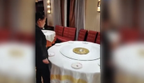 Màn dọn bàn ăn với tốc độ ánh sáng của bồi bàn Trung Quốc khiến nhiều người kinh ngạc