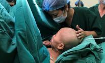 Hơn 20 y, bác sĩ khóc sau ca mổ lấy thai cho sản phụ ung thư giai đoạn cuối