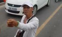 Thanh niên cầm hung khí chặn đầu, đòi 'xử' tài xế xe buýt trên cầu Chương Dương