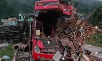 Tai nạn thảm khốc ở Hoà Bình: Xe tải xuống dốc vào cua lấn làn với tốc độ nhanh
