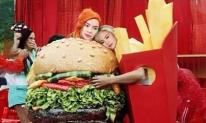 Từ bức ảnh Taylor Swift và Katy Perry, dân mạng chế hẳn ảnh Hà Hồ và Minh Hằng 'nối lại tình xưa'