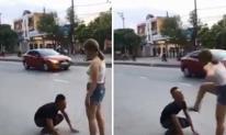 Quỳ gối giữa phố rồi khóc lóc để níu kéo tình cảm, nam thanh niên bị bạn gái sút 'lật mặt'