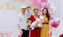 'Tùng Còi Người phán xử' tổ chức tiệc đầy tháng cho con gái