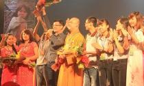 Hàng nghìn người tham gia đêm nhạc từ thiện 'Mẹ Hiền Quan Âm'