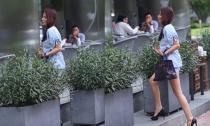 'Chộp ảnh' cựu người mẫu Diễm Kyly đi xế bạc tỉ khoe chân trần thẳng tắp