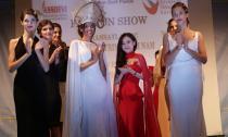 Thời trang Việt trẻ hóa – nhà thiết kế 20 tuổi Trang Cherry với bộ sưu tập Golden Feathers tại Roma, Ý