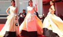 Triệu Vy lại bị chê chọn váy kém sang trên thảm đỏ LHP Venice
