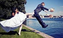 Những kiểu chụp ảnh cưới cười té ghế