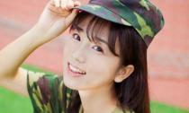 Nữ sinh mặc đồng phục quân sự gây sốt vì quá xinh đẹp
