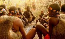 Cuộc sống nguyên thủy của bộ tộc bí ẩn nhất thế giới