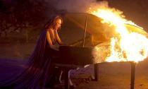 Những ca sĩ Việt từng cả gan 'đùa' với lửa