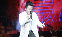 Tùng Dương 'lên đồng' bằng âm nhạc Phú Quang