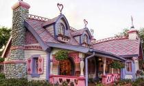 Những ngôi nhà màu hồng đẹp như trong cổ tích