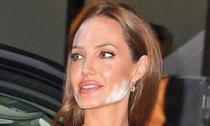 10 khuôn mặt make up thảm họa của Sao